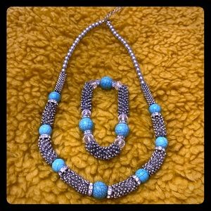 BEAUTIFUL NECKLACE WITH MATCHING BRACELET